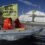 Acción directa de Greenpeace en hotel de Almería