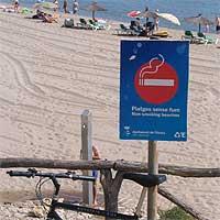 Ola antitabaco en plena playa