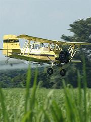 Bruselas planea prohibir fumigaciones aéreas con pesticidas