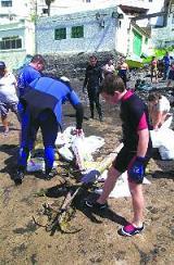 Limpieza de los fondos marinos de Tufia