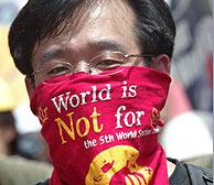 Miles de personas volvieron a gritar contra la globalización en la clausura del Foro Social Mundial
