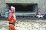 La playa de Las Canteras recibe toda la basura que se tira descontroladamente en el barranco de la Ballena