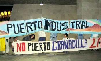 Protesta en Tenerife en la visita de la Ministra de Medio Ambiente