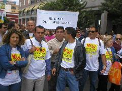 Integrantes de Turcón y de la Plataforma Ciudadana contra la Tangencial de Telde en la manifestación del Istmo.