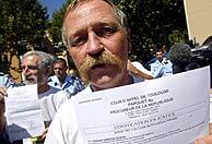 José Bové vuelve a la carga contra los cultivos transgénicos
